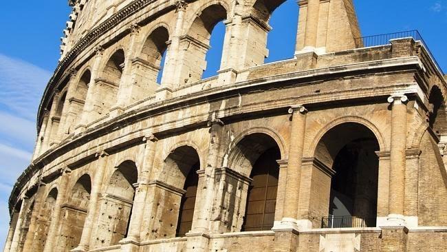 Situs Colosseum di Roma, Italia
