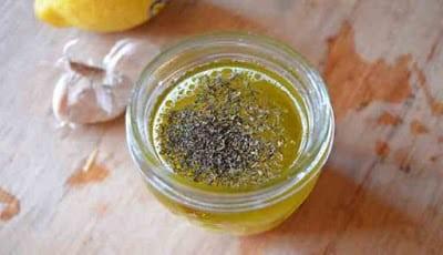 Campuran lemon, garam dan lada hitam