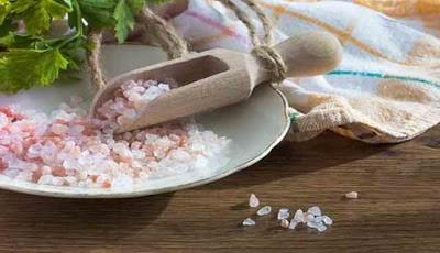 Garam di atas meja