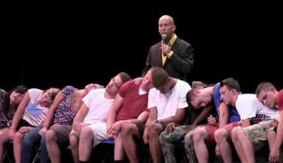 Pertunjukkan hipnotis panggung