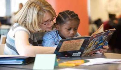 Mengajari anak membaca