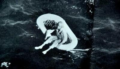 Terry Jo terombang-ambing di laut