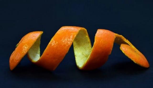 Cara membersihkan plak gigi dengan kulit jeruk
