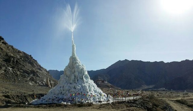 Pegunungan es raksasa