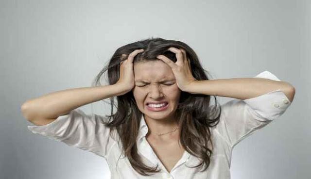 Wanita mengalami stres