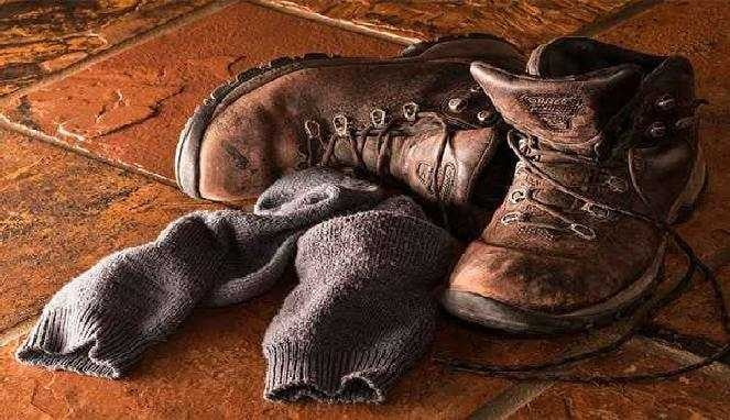 Bau kaos kaki sepatu