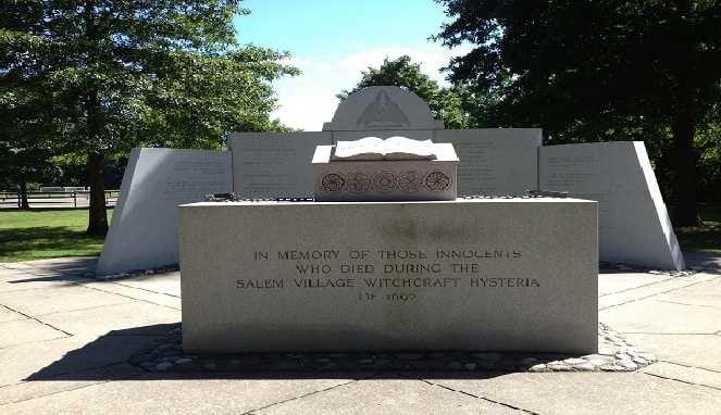 Monumen peringatan korban Salem