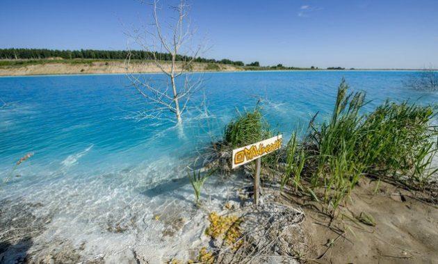 Danau indah beracun