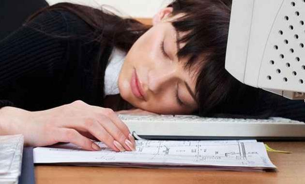 Tidur di tempat kerja