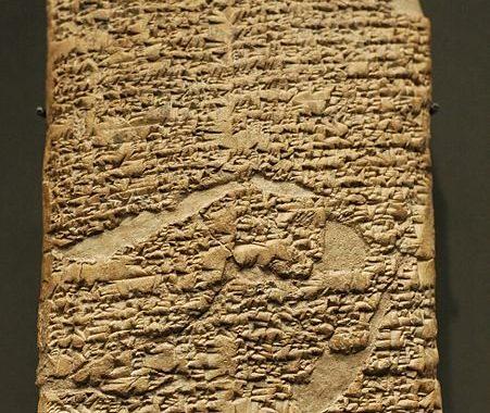 Kode hukum Babel dibuat oleh Hammurabi pada tablet tanah liat