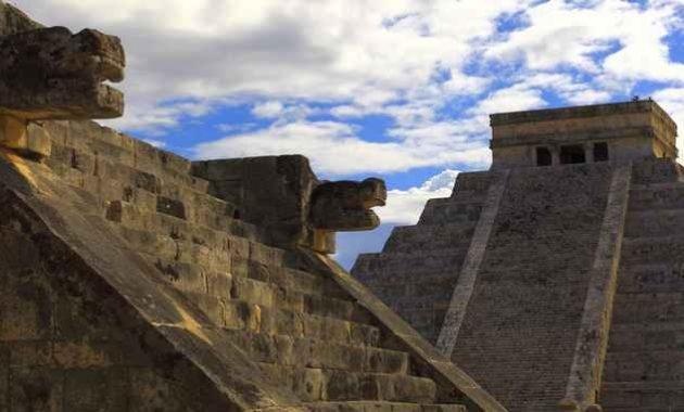 Piramida Suku Maya