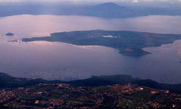 Pulau Volcano di dalam Danau Taal