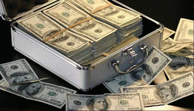 Tumpukan uang dolar